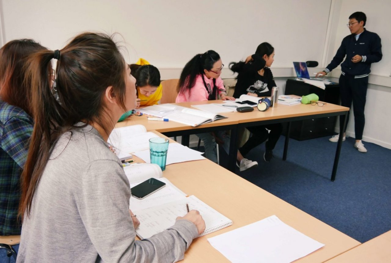 Unterrichtssituation im Deutschkurs beim HLS Education Center, der TOP Sprachschule Essen